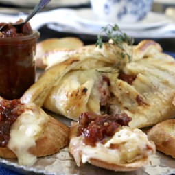 Wrapper Brie with Tomato Chutney