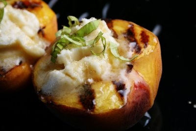 grilled peaches with masccarpone cheese